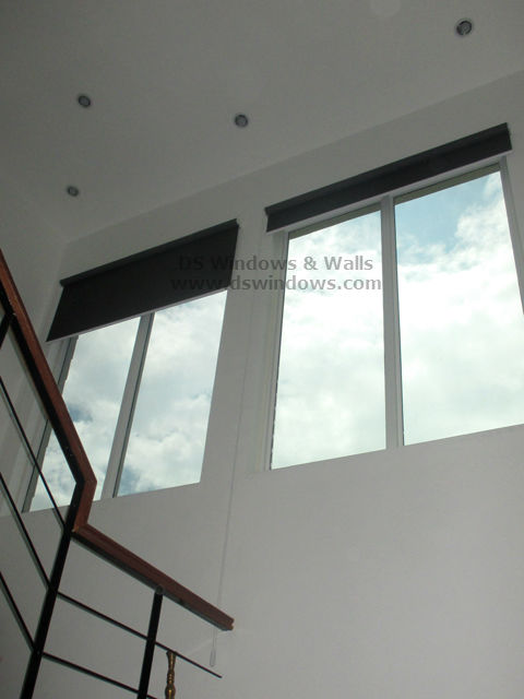 Roller Shade With Extra Long Chain To Support High Windows